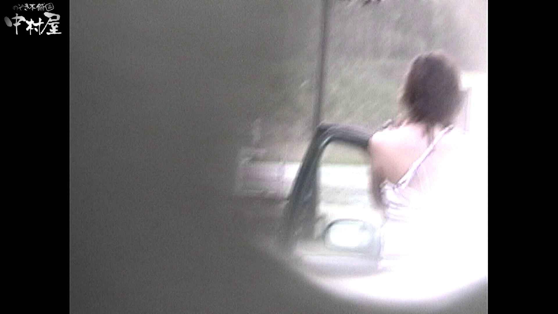 No.16 アニマル柄の水着 レースのパンツにナプキンを装着する金髪お姉さん ナプキン  63連発 56
