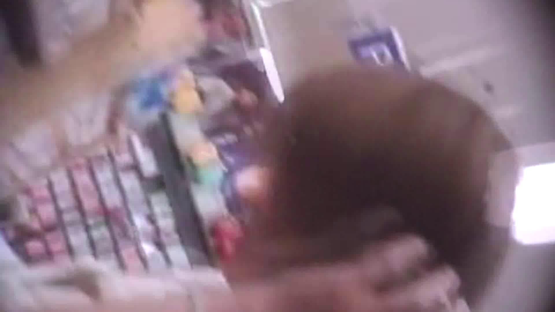 真剣に買い物中のgal達を上から下から狙います。vol.02 OLすけべ画像  27連発 22